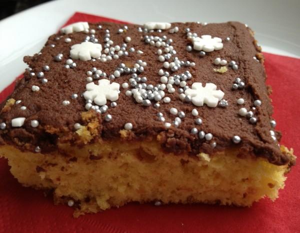 Saffranskaka med chokladglasyr